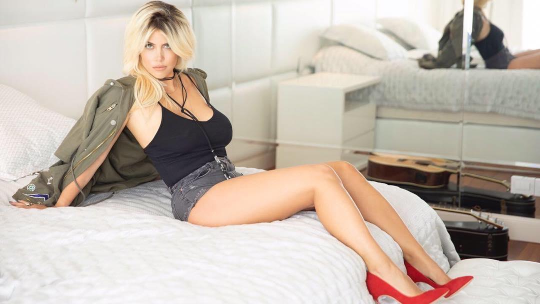 Wanda Nara, istri Mauro Icardi di atas ranjang. (foto: instagram.com/wanda_icardi)