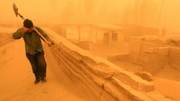 Kondisi badai pasir di China. Foto: China Daily/Reuters.