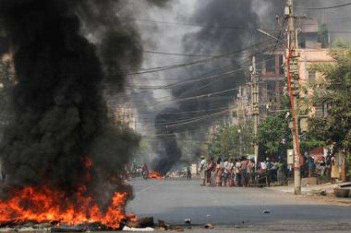 Ilustrasi-Serangan bom di Myanmar. Foto: Reuters/Stringer.