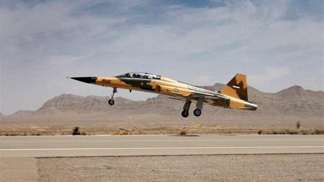Jet tempur Iran. Foto: Tasnim News Agency/Handout via Reuters.