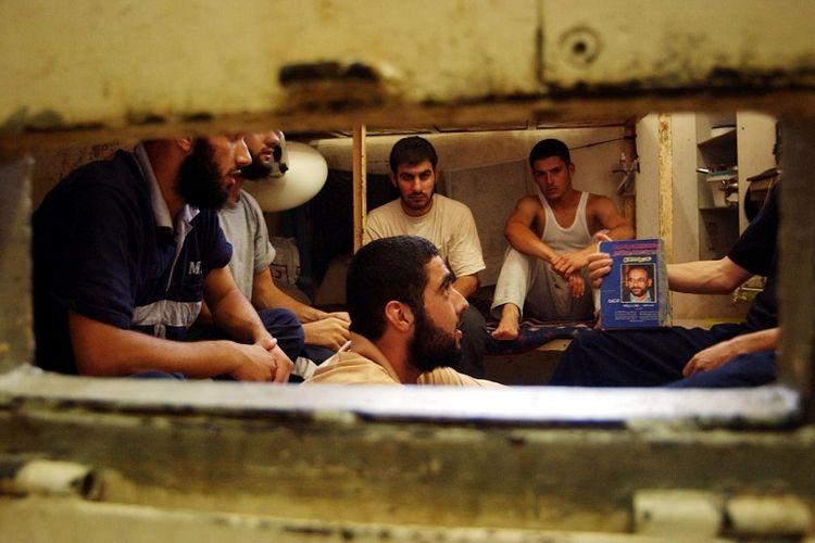 Ilustrasi-Tahanan Palestina di penjara Israel. Foto: REUTERS/Middle East Eye.