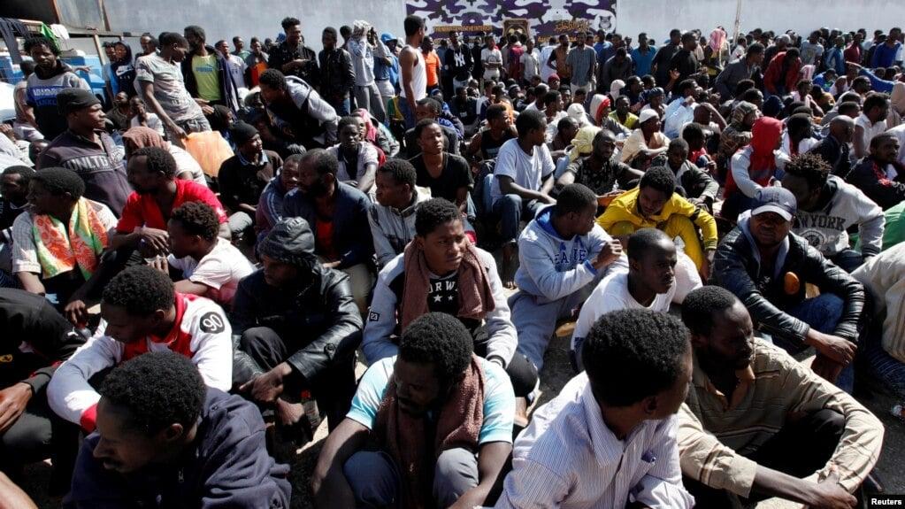 Ilustrasi-Ratusan migran di Libya. Foto: Reuters.
