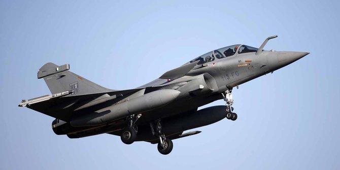 Pesawat jet tempu Prancis. Foto: Reuters/Charles Piatiau.