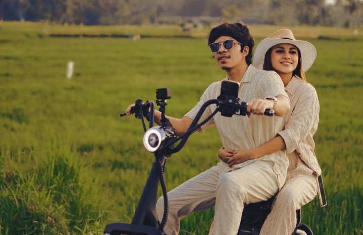 Pasangan selebritas Atta Halilintar & Aurel Hermansyah. Foto: Instagram/attahalilintar.