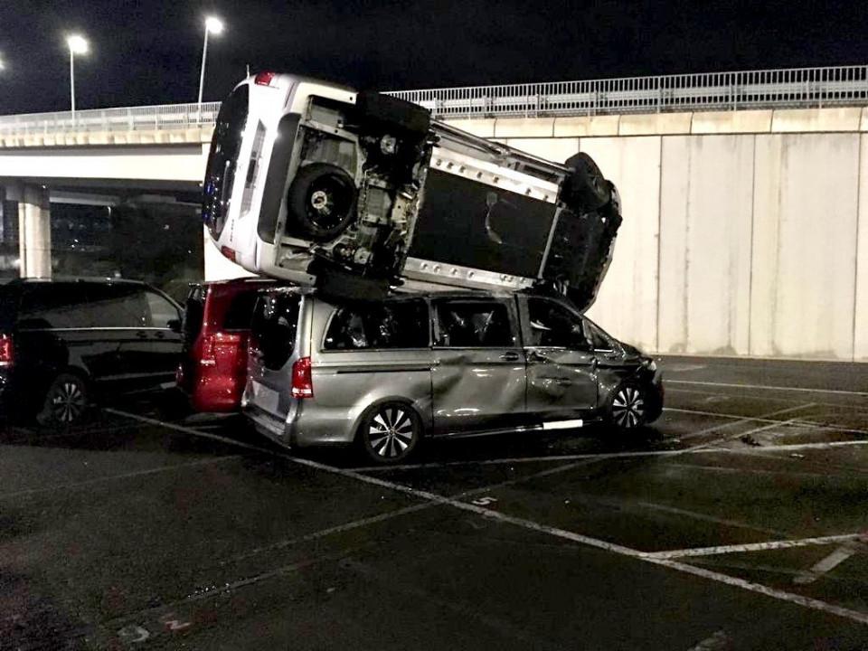 Karyawan Mercedes Benz di Spanyol melakukan aksi perusakan di pabrik tempatnya dulu bekerja. Foto: Twitter/@DaniAlvarezEiTB.