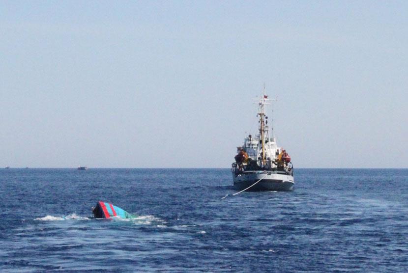 Ilustrasi-Kapal tenggelam. Foto: Reuters.