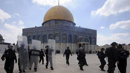 Ilustrasi-Tentara Israel berada di Masjid Al Aqsa. Foto: Aljazeera.