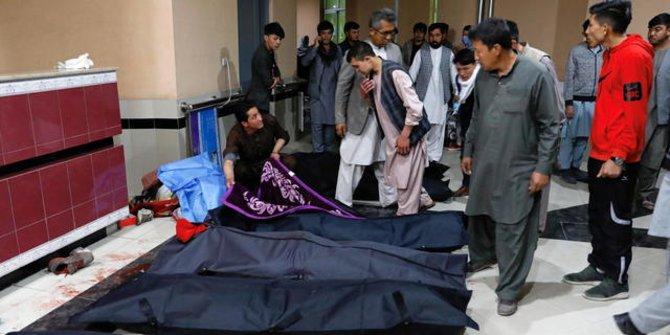 Jenazah korban ledakan bom di Afghanistan. Foto: Mohammad Ismail/Reuters.