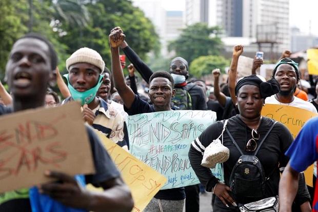 Aksi para demonstran di Nigeria. Foto: Reuters/Temilade Adelaja.