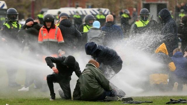Belanda Mencekam! Ratusan Orang Ditangkap, Polisi di Mana-mana