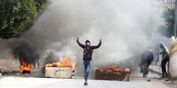 Kerusuhan di Tunisia. Foto: REUTERS/Amine Ben Aziza.