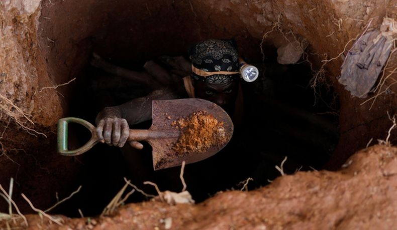 Tambang emas di Guinea longsor menewaskan 15 orang, termasuk 2 pekerja perempuan. Foto: Reuters.