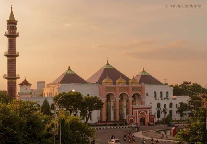 Melirik Kemegahan Masjid Agung Palembang, Perpaduan Tiga Budaya. Foto: instagram @novan_ardians