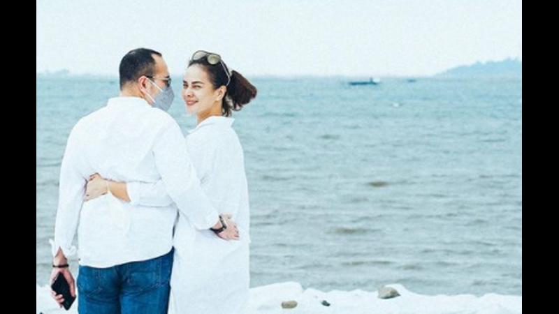 Astrid Tiar dan suami (foto: SC IG @astridtiar127)