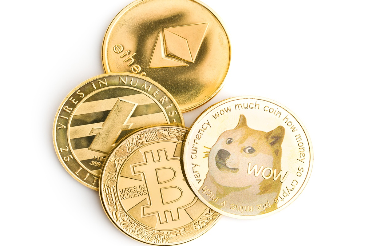 Mata uang kripto Ethereum dan Dogecoin terus mencetak prestasi. Dua uang digital ini terus memepet popularitas Bitcoin (foto: jirkaejc/envato)