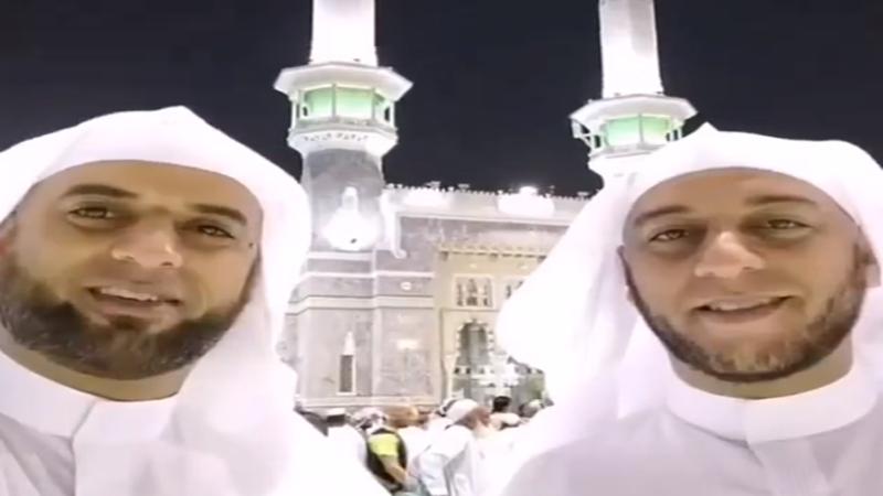 Almarhum Syekh Ali Jaber dan adik yang disebut kembarannya, Syekh Muhammad Jaber (foto: SC IG @syekh.alijaber )
