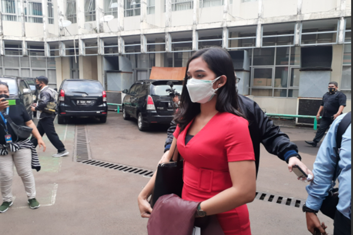 Putri Landscape International 2019, Era Setyowati atau Sierra gugat hak asuh anak di KPAI, Jakarta Pusat, Senin (5/4/2021) (foto: Langgeng/GenPI)