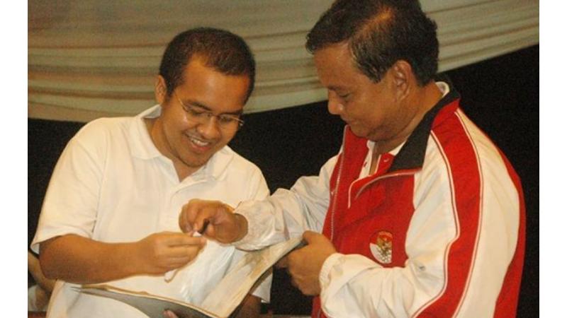 Andi Istiabudi saat minta tekenan Prabowo Subianto (foto: SC IG @andi_istiabudi)