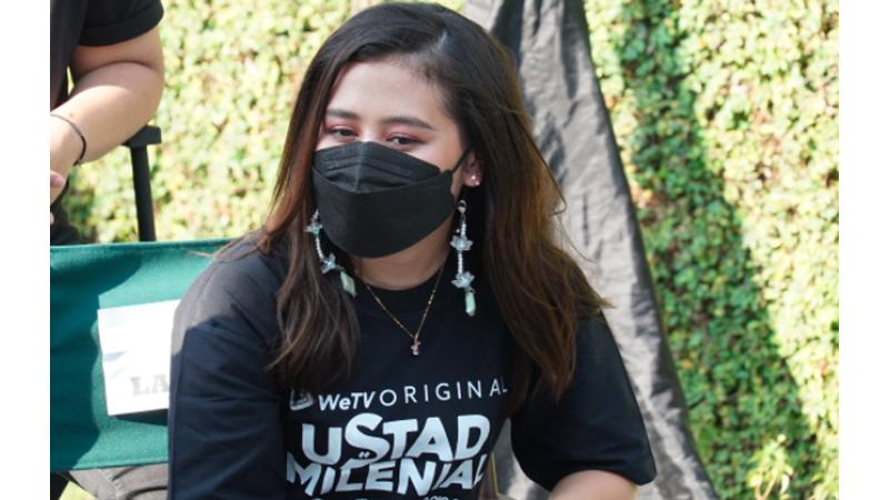 Ustad Milenial Tayang, Prilly Latuconsina Tampil Cantik Berhijab