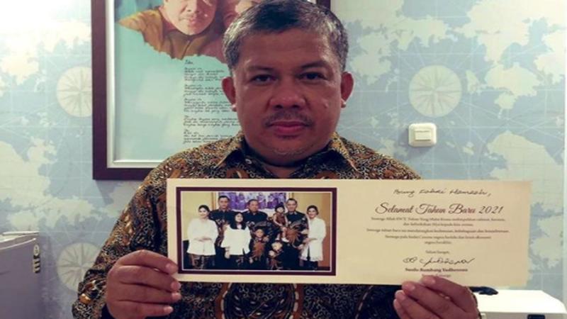 Fahri Hamzah mengunggah potret yang menunjukkan ia mendapat ucapan Selamat Tahun Baru dari Presiden ke-6 RI Susilo Bambang Yudhoyono (foto: SC IG @fahrihamzah)