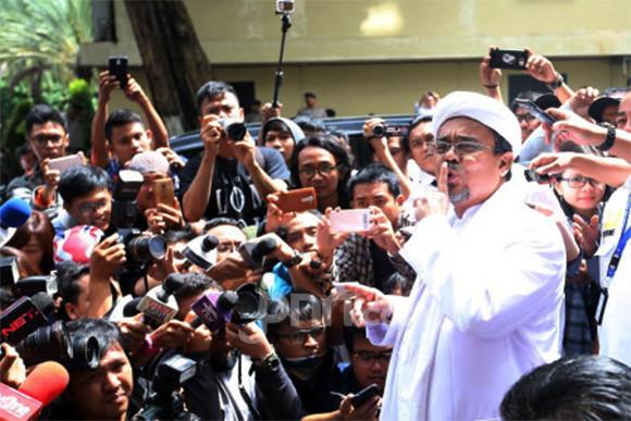 Politukus PDIP Bela Habib Rizieq, Singgung Adanya Tekanan di Persidangan ( foto: JPNN.com)