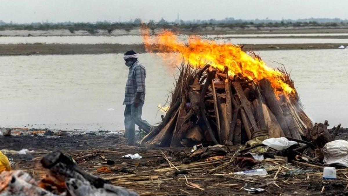 Tragis! India Mencekam, Puluhan Mayat Tersapu di Sungai Gangga (foto: reuters)