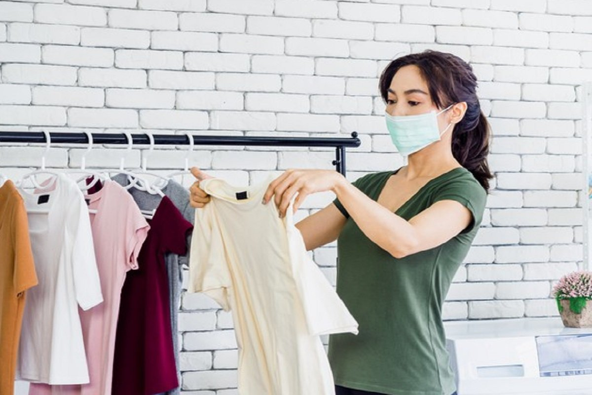 4 Cara Menghilangkan Noda Membandel Bekas Soto di Pakaian Putih ( foto: freepik)