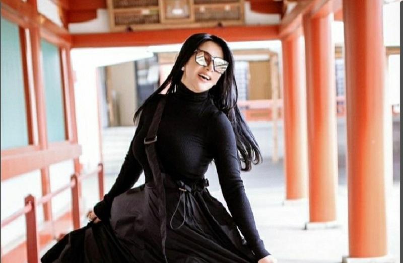Penyanyi Syahrini ( foto: instagram @reinobarack)
