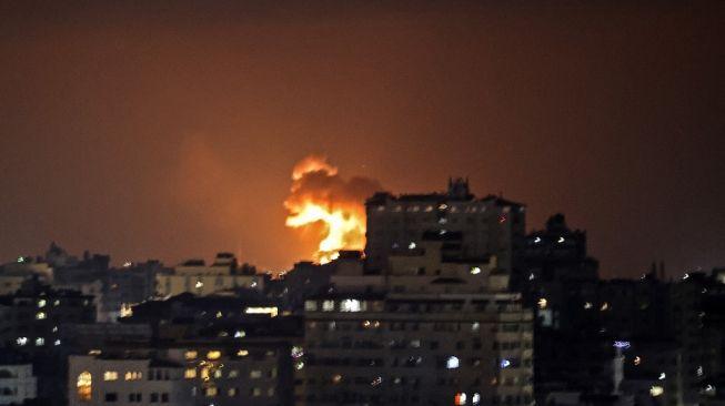 Serangan roket Israel ke Jalur Gaza pada Senin (10/5/2021). (Foto: AFP)