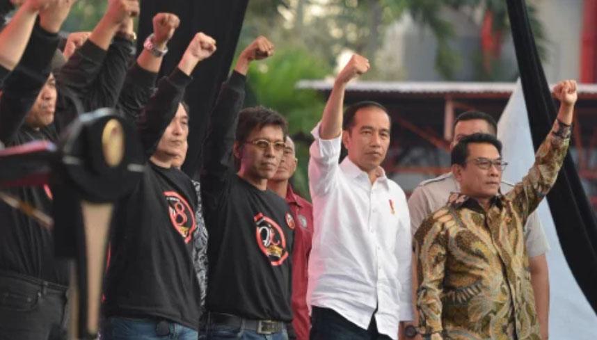 Moeldoko (kanan) saat bersama Presiden Jokowi (dua kanan). Foto: Antara/Wahyu Putro A