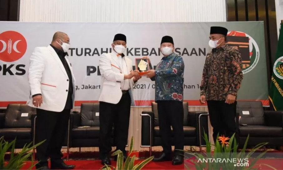 PKS dan PPP menyepakati tujuh poin nota kesepahaman silaturahim kebangsaan saat silaturahim kedua parpol di Jakarta, Rabu (14/4/2021). ANTARA/HO-PKS/aa.