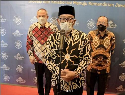 Ridwan Kamil (tengah). Foto: instagram @ridwankamil