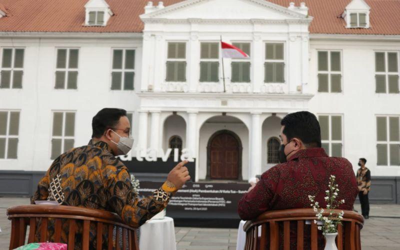 Gubernur DKI Jakarta Anies Baswedan (kiri) dan Menteri BUMN Erick Thohir. Foto: Instagram aniesbaswedan