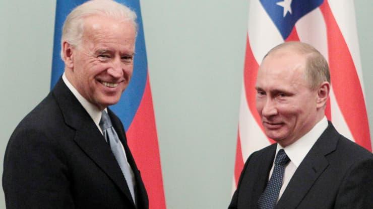 Vladimir Putin (kanan) dan Joe Biden . Foto: Alexander Natruskin   Reuters
