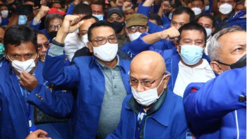 Moeldoko (tengah) saat terpilih jadi Ketum Demokrat ( ANTARA FOTO/Endi Ahmad)