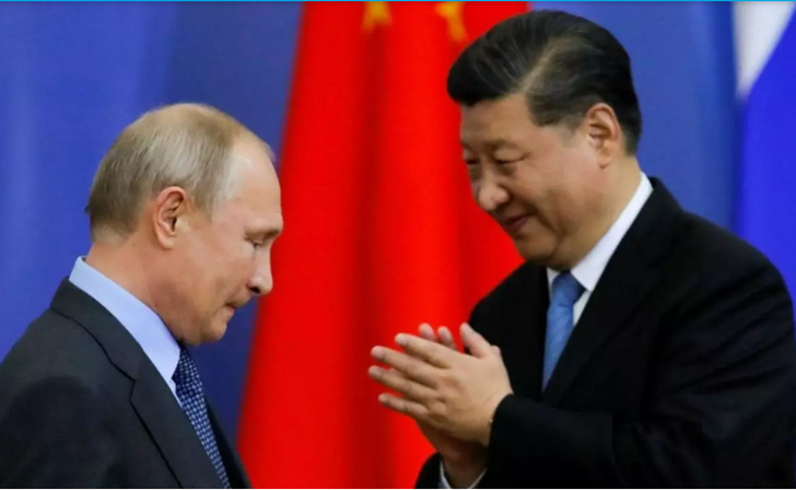 Presiden Rusia Vladimir Putin (kiri) dan Presiden China Xi Jinping kompak menolak sanksi untuk junta Myanmar. Foto: Reuters