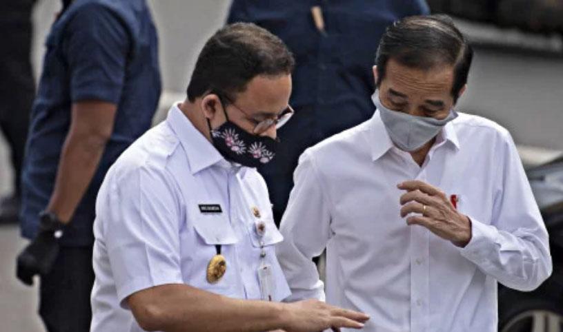 Presiden Jokowi (kanan) saat bersama Gubernur DKI Jakarta Anies Baswedan. Foto: Antara/Sigid Kurniawan/Pool