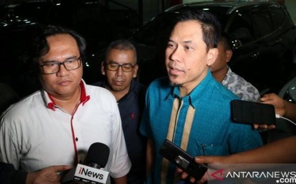 Munarman (kanan). Foto: ANTARA/Fianda Rassat