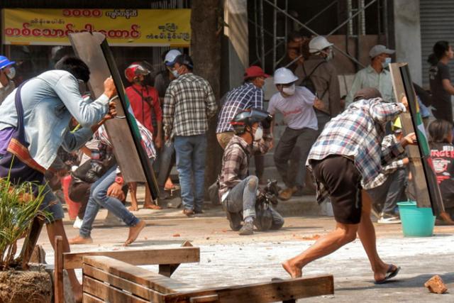 Tak Ada yang Aman di Myanmar, Militer Masuk Rumah Warga
