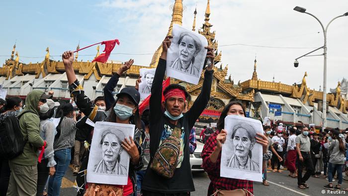 Gelombang demonstrasi menentang kudeta militer terus berlangsung di Yangon, Myanmar. Foto: Reuters
