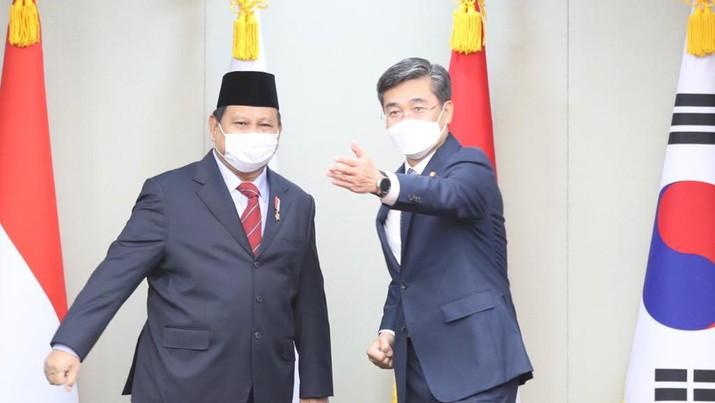 Menteri Pertahanan RI Prabowo Subianto saat melaksanakan kunjungan kerja ke Korea Selatan, Kamis (8/4). Foto: Dok. Kemhan
