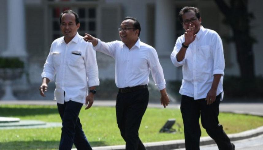 Menteri Sekretaris Negara Pratikno (tengah) kinerjanya dikritisi relawan Jokowi Mania. (ANTARA FOTO/WAHYU PUTRO A)