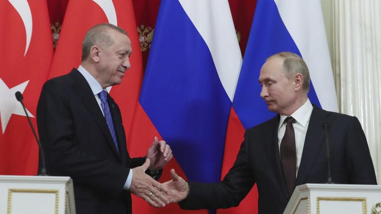 Recep Tayyip Erdogan dan Vladimir Putin. (Presidential Press Service via AP, Pool)