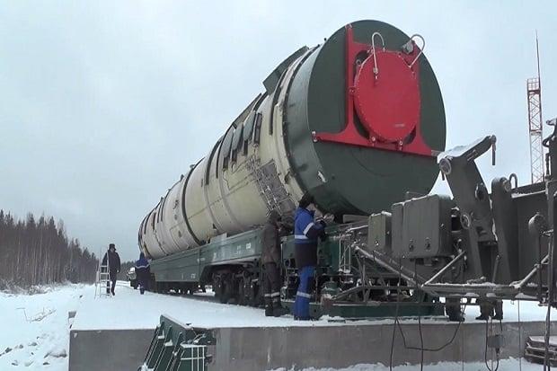 Rudal balistik antarbenua (ICBM) baru Rusia, RS-28 Sarmat, mampu merobek setiap sistem pertahanan rudal hingga hancur. Foto: AFP