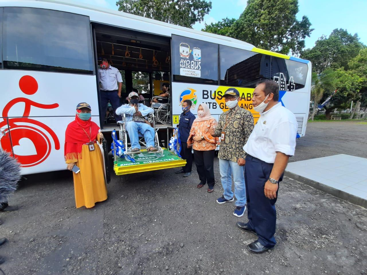 DAMRI hadirkan bus ramah disabilitas. Foto: PR DAMRI