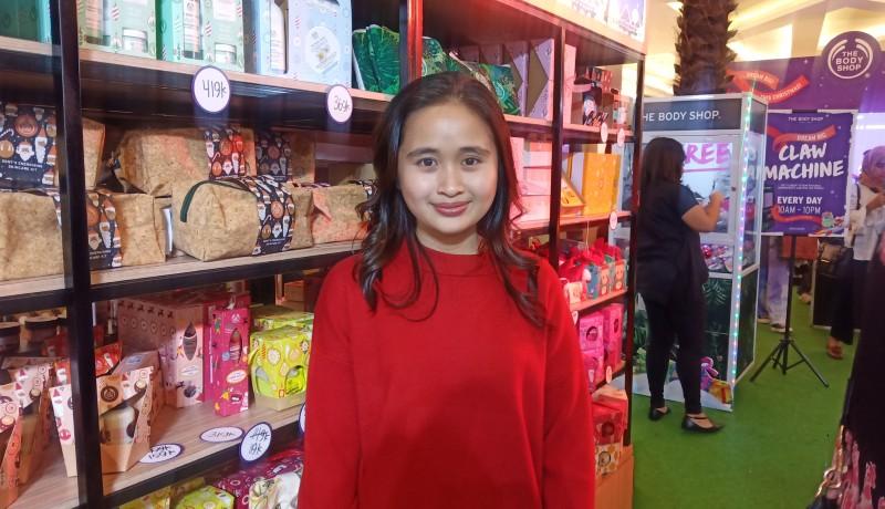 Aktris dan Pemain Film Gritte Agatha dalam acara The Body Shop, Mall Kota Kasablanka, Jakarta Selatan (sumber : GenPI.co)