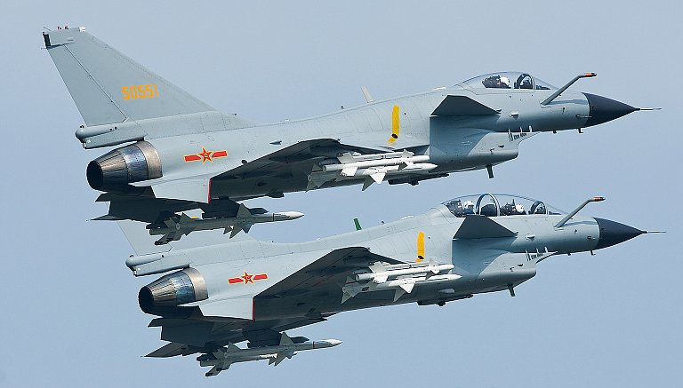 Chengdu J-10A dan J-10S Canard fighters. Foto: China Military
