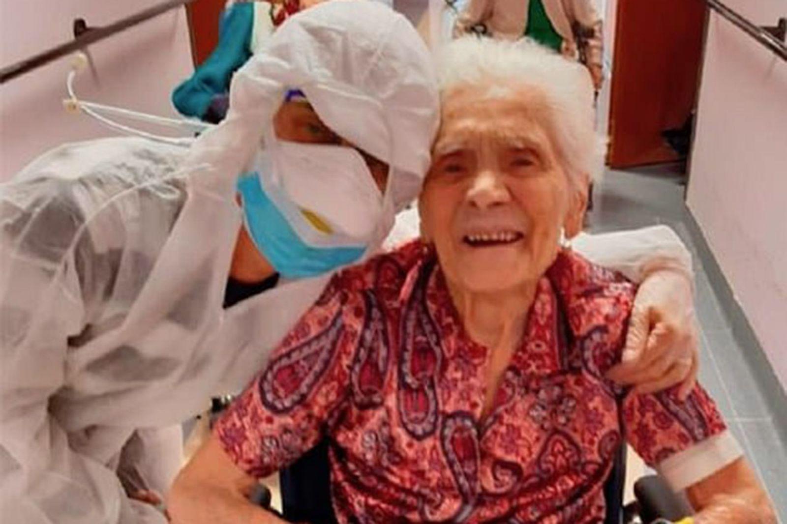 Ajaib! Nenek Ini Sembuh dari Dua Virus Mematikan