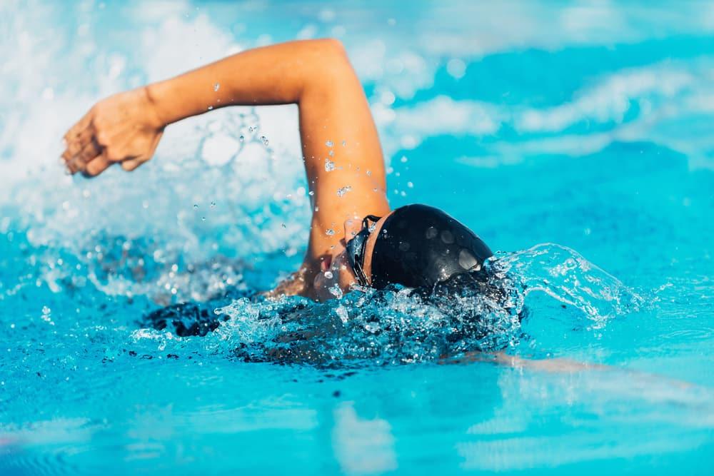 Kamu Merasa Sedih dan Kecewa? Berenang Saja, Ini Penjelasannya... Foto: Hellosehat