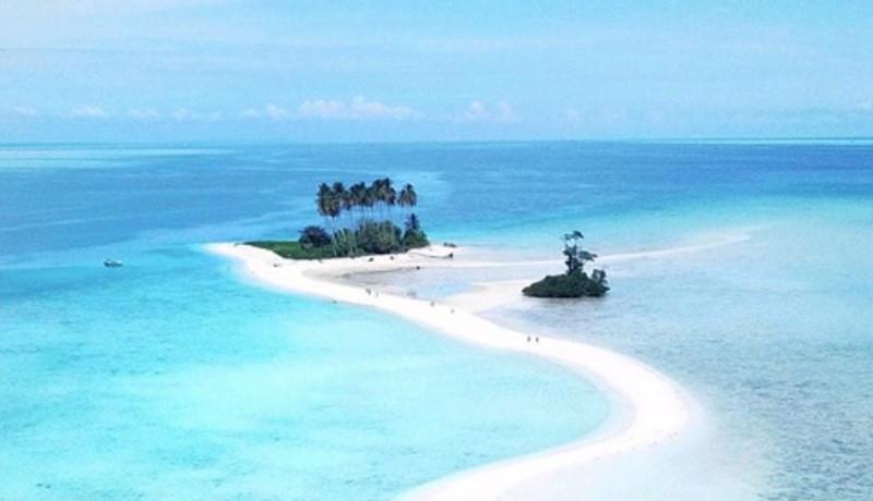 Pulau Manimbora ( sumber IG @indoflashlight)